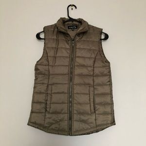 Rue 21 Army Green Puffer Vest, Size S